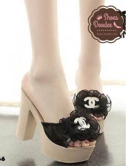 รองเท้าส้นสูงสีดำ วัสดุทำจากหนังพียู หนังแก้วแต่งดอก แบบสวยใส่สบาย สูง4 หน้า1นิ้ว นน.เบา