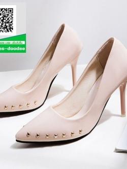 รองเท้าคัทชูส้นสูงสีครีม หัวแหลม แต่งหมุด (สีครีม )