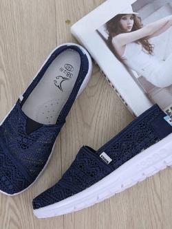 รองเท้าผ้าใบลูกไม้สีน้ำเงิน พื้นสุขภาพ ผ้าลูกไม้โปร่งใส่สบาย (สีกรม )