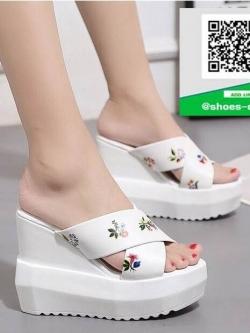 รองเท้าส้นเตารีดเปิดส้นสีขาว พิมพ์ลายน่ารัก (สีขาว )