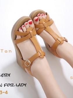 รองเท้าส้นเตารีดรัดส้นสีแทน ดีไซน์สวมคาดหน้า สายรัดข้อตะขอเกี่ยว (สีแทน )