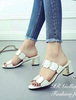 รองเท้าแตะส้นสูง ส้นตัน ทรงสวม (สีขาว )