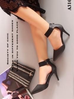 รองเท้าส้นเข็ม หัวแหลม รัดข้อเท้า แต่งซิปหลัง (สีดำ )