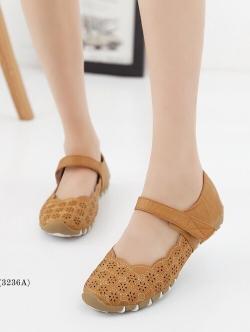 รองเท้าคัทชูเพื่อสุขภาพ เมจิกเทป หนังเจาะลายดอกไม้ (สีแทน)