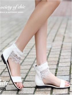 รองเท้าแตะหุ้มข้อ แต่งลูกไม้ มีซิปด้านหลัง (สีขาว )