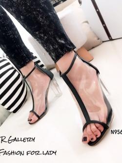 รองเท้าส้นสูงหุ้มข้อสีดำ พียูใส แต่งซิป ส้นแก้ว (สีดำ )