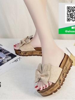 รองเท้าแตะส้นเตารีดสีครีม พื้นเบาและนิ่มมา (สีครีม )