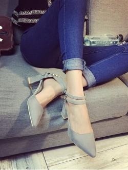 รองเท้าคัทชูส้นสูง รัดข้อเท้า แต่งหมุด (สีเทา )