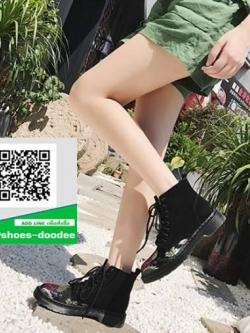 รองเท้าบูทหุ้มข้อสีดำ ผ้ามันเงาปักลาย (สีดำ )