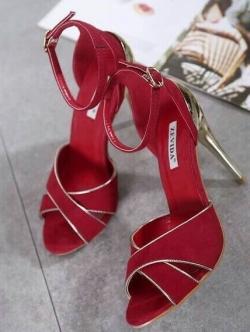 รองเท้าส้นสูง วัสดุผ้าสักราด (สีแดง )