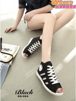 รองเท้าผ้าใบสีดำ หุ้มข้อ แบบเปิดหน้า ผ้าแคนวาส ด้านข้างแต่งอะไหล่ดาว สไตล์convers