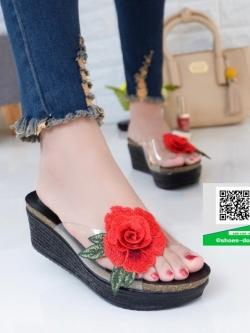 รองเท้าส้นเตารีดสีดำ แต่งดอกกุหลาบสีแดง (สีดำ )