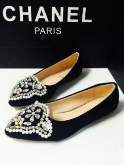 รองเท้าคัทชูสีดำ วัสดุกำมะหยี่พรีเมี่ยม สวยเนี๊ยบหรู ด้านหน้าประดับมุกและคริสตัล ใส่สบายเดินง่าย