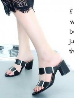 รองเท้าส้นสูง เปิดส้น สายคาดสองตอน ส้นเหลี่ยม (สีดำ )