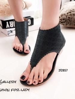รองเท้าแตะหุ้มข้อสีดำ แฟชั่นแคชชวล ฉลุลาย (สีดำ )