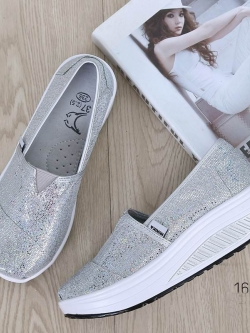 รองเท้าผ้าใบเสริมส้นสีเงิน ผ้าทอติดลายกลิตเตอร์วิ้งๆ (สีเงิน )