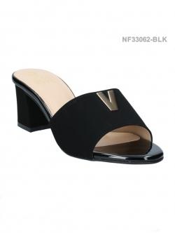 รองเท้าแตะ ทรงสวม แต่งโลโกV (สีดำ )