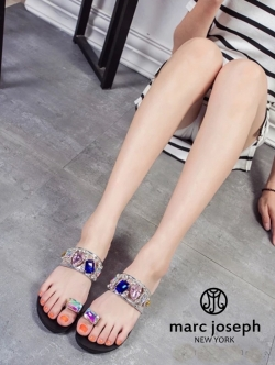 รองเท้าแตะสีเงิน แบบสวมนิ้วโป้งลำลองงานผ้าตาข่ายสีสวยหวานน่ารักๆ Marc joseph แบรนด์จาก New York
