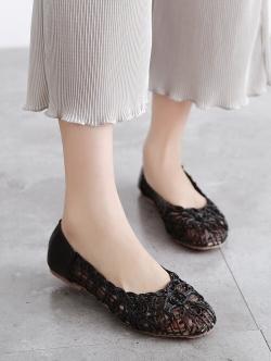รองเท้าคัทชูส้นแบน ลายดอกไม้สาน (สีดำ)