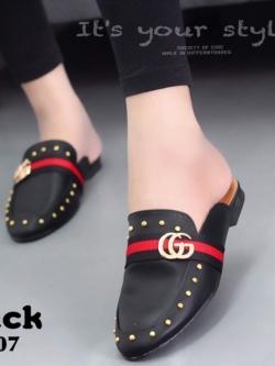 รองเท้าส้นเตี้ยสีดำ แต่งหมุด สไตล์แบรนด์ GUCCI (สีดำ )
