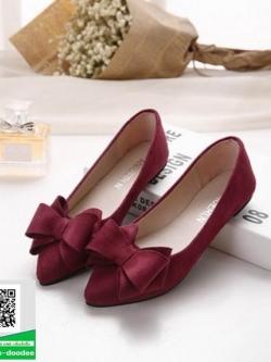 รองเท้าคัทชูส้นแบนสีแดง หัวแหลม แต่งโบว์ (สีแดง )