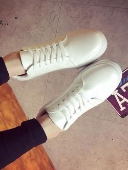 รองเท้าผ้าใบแบบฮิตแนวสปอร์ตที่เหล่าซุปตาร์ฮิตกันทั่วบ้านทั่วเมือง วัสดุหนัง pu เนื้อแมทบุฟูกนุ่ม พื้นยาง 2 c.m.