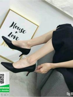 รองเท้าคัทชูส้นสูงสีดำ หัวแหลม ผ้าซาติน (สีดำ )