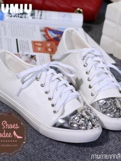 รองเท้าผ้าใบสีขาว MIUMIU sneakers รุ่นใหม่ล่าสุด หัวเพชรเป็นงานเย็บมือ หนังเจาะรู งานชนช็อปตอนนี้เลยจ้า
