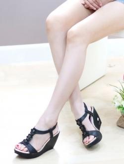 รองเท้าส้นเตารีด แบบรัดส้น อะไล่ดอกไม้ (สีดำ )
