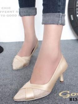 รองเท้าคัทชู หัวแหลม หนังนิ่ม แต่งกากเพชร (สีทอง )