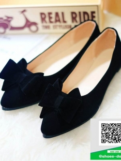 รองเท้าคัทชูส้นแบนสีดำ หัวแหลม แต่งโบว์ (สีดำ )