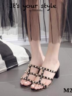 รองเท้าส้นตันเปิดส้นสีดำ หนังนิ่มสายคาดหน้าตอกหมุด Valentino style (สีดำ )