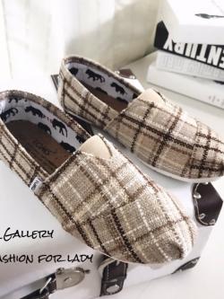 รองเท้าผ้าใบแฟชั่นสีครีม วัสดุผ้ากระสอบลายสก๊อต Style Toms (สีครีม )