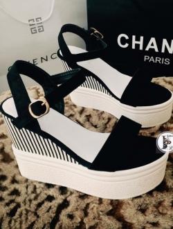 รองเท้าส้นเตารีดแบบรัดส้น สีทูโทน (สีดำ )