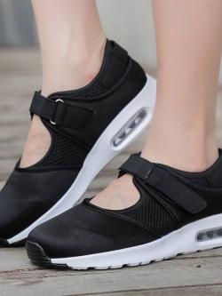 รองเท้าผ้าใบเสริมส้นสีดำ ผ้ายืดและผ้าตาข่าย สายรัดเมจิกเทป (สีดำ )