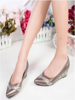 รองเท้าคัทชูส้นเตารีด หัวแหลม หนังPUนิ่ม (สีเทา )
