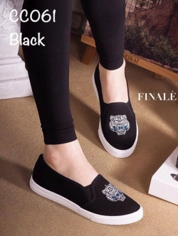 รองเท้าผ้าใบผู้หญิง แบบสวม งานผ้าพิมพ์ลายเสือ ทรงขายดี (สีดำ )