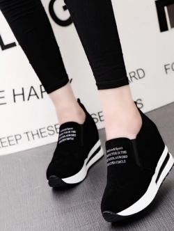 รองเท้าผ้าใบมัฟฟิน สไตล์เกาหลี (สีดำ )