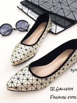 รองเท้าคัทชูส้นแบนสีทอง สไตล์สุดชิค! ของ Issey Miyake (สีทอง )