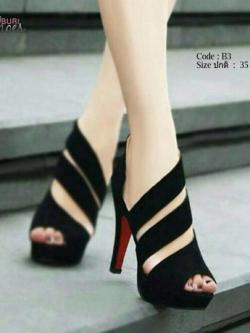 รองเท้าส้นสูงหุ้มข้อสีดำ ผ้าสักหราด สวยเปรี้ยว (สีดำ )