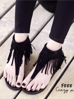 รองเท้าส้นเตี้ยสีดำ พื้นPU เสริมส้น 1 นิ้ว วัสดุทำจากผ้าสักหราจ เเต่งชายระบาย มีซิปด้านหัลง นน.เบาใส่สบายเท้าสุดๆ เก๋อะไรเบอร์นั้น ห้ามพลาดนะคะ