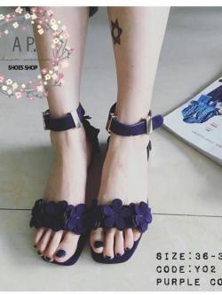 รองเท้าส้นเตี้ยสีม่วง แบบรัดข้อมาใหม่. Style chanel &#x1F352hot item ห้ามพลาดคะ งานดอกไม้ด้านหน้า น้ำหนักเบา. สายรัดข้ออะไหล่ทอง ส้นสูง1 เซน มีกันลื่น ใส่ง่าย เก๋ สุดๆ