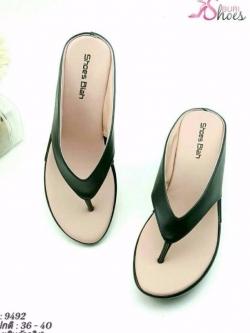 รองเท้าแตะแฟชั่นสีดำ แบบคีบ ายคาดหนุนฟองน้ำนิ่ม (สีดำ )