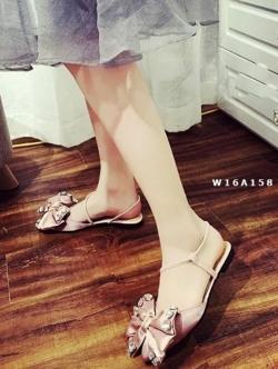 รองเท้าส้นเตี้ยสีชมพู คัชชูหัวแหลมสายสาวหวาน สาวหรู วัสดุผ้าซาติน ประดับอะไหล่เพชร สวยวิ๊งๆๆ น่ารักสุดๆ