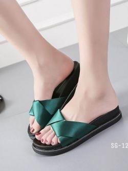 รองเท้าแตะแฟชั่นสีเขียว เปิดส้น พื้นสุขภาพ (สีเขียว )