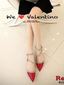 รองเท้าส้นเตี้ยหัวแหลม หนังแก้ว ตอกหมุด สไตล์Valentino (สีแดง )