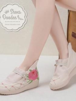 รองเท้าบูทปักลายดอกกุหลาบ (สีครีม)