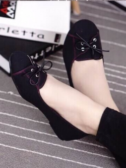 รองเท้าคัทชูสีดำ หน้าผูกเชือก ทรงsport วัสดุทำจากผ้าแคยวาส แมตได้หลายชุด ใส่สบาย ไม่ควรพลาด