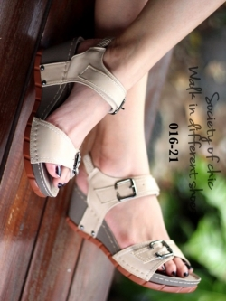 รองเท้าแตะรัดส้น สายคาดหน้าแต่งเข็มขัด (สีครีม)