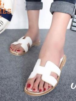รองเท้าแตะ แบบสวม เปิดส้น สไตล์HERMES (สีขาว )